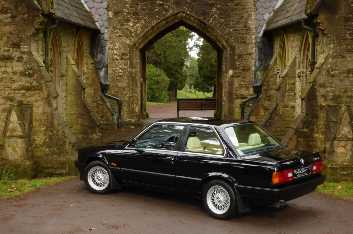 Bmw 325i E30 Se Automatic Hatchback